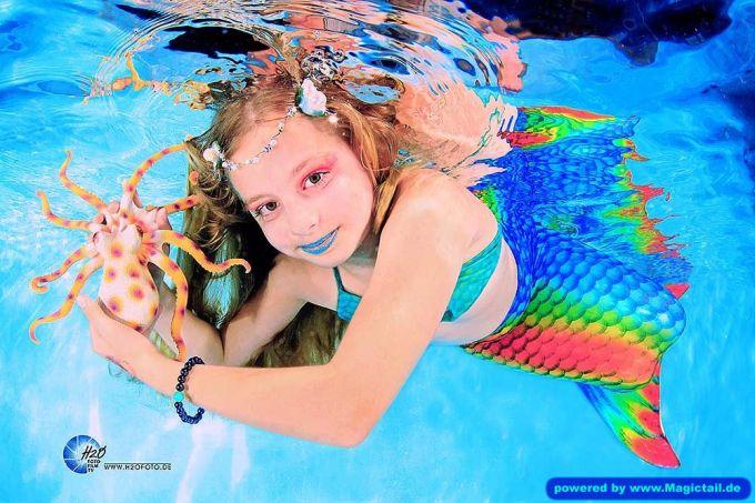 Mermaid H2O Unterwasser Fotoshooting:Meerjungfrauen Schwimmen H2OFoto.de Freie Termine / Anmeldungen-taucher