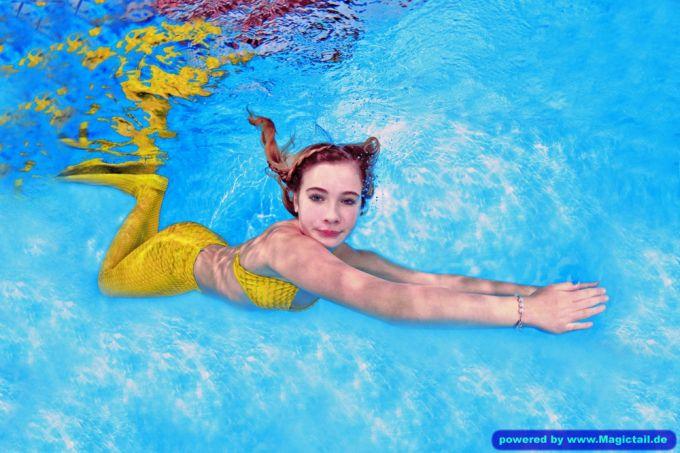 Mermaid H2O Unterwasser Fotoshooting:Meerjungfrauen Schwimmen H2OFoto.de Fotoshooting-taucher